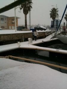 Port-Saint-Louis Baguette holen im Schnee